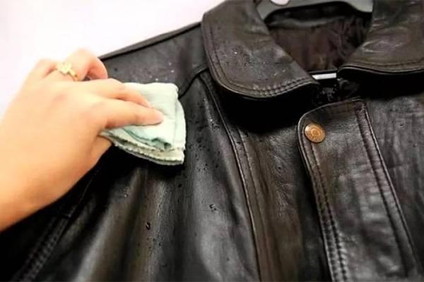 Чистить куртку
