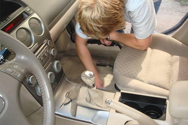 Уборка в салоне машины