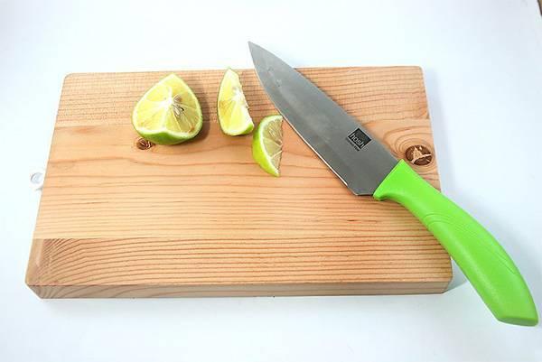 Резать лимон