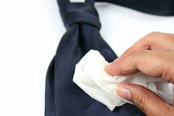 Чистить галстук