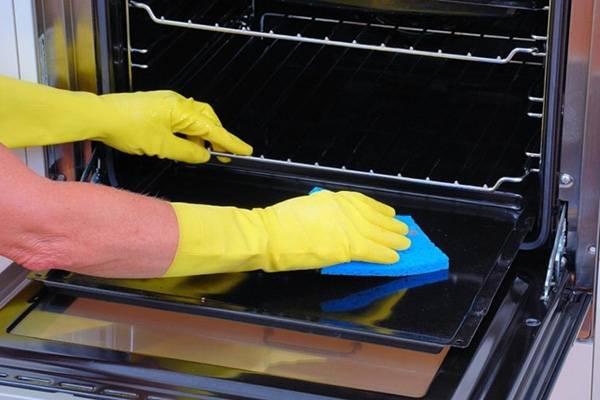 чистить духовку