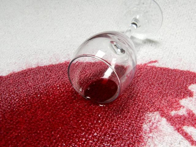 Пятно от вина на ковре