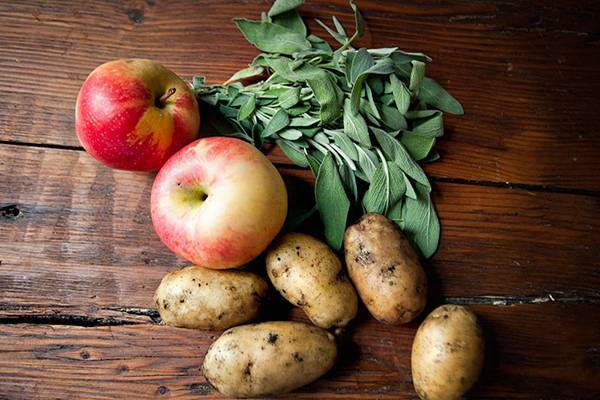 Яблоки и картошка