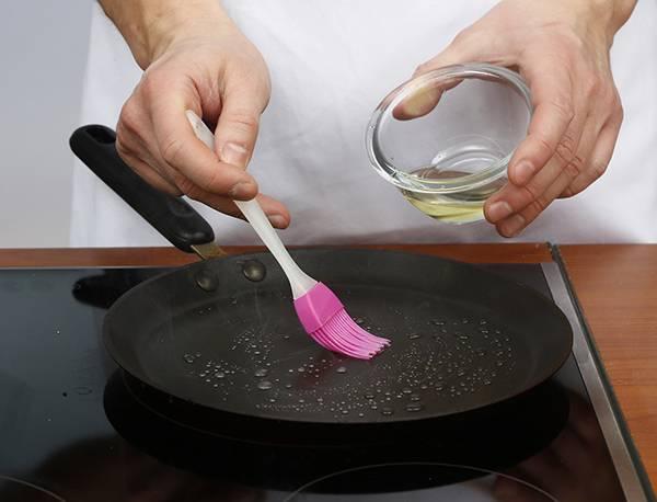 правильно ухаживать за чугунной сковородой