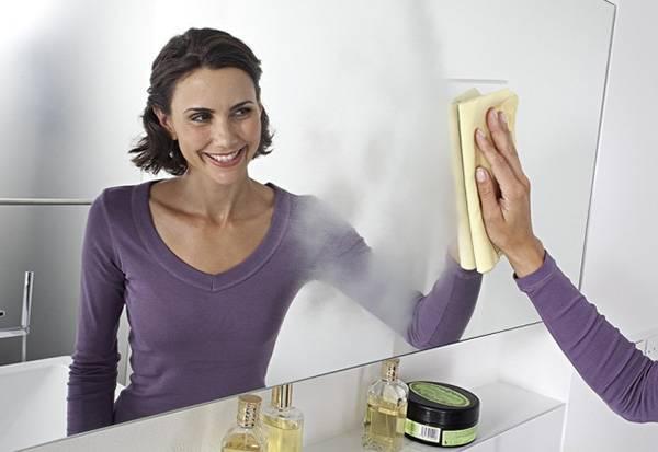 помыть зеркало