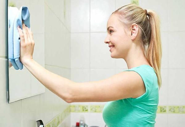 чистить зеркало