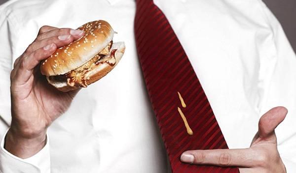 Пятно на галстуке
