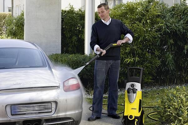 мыть машину керхером