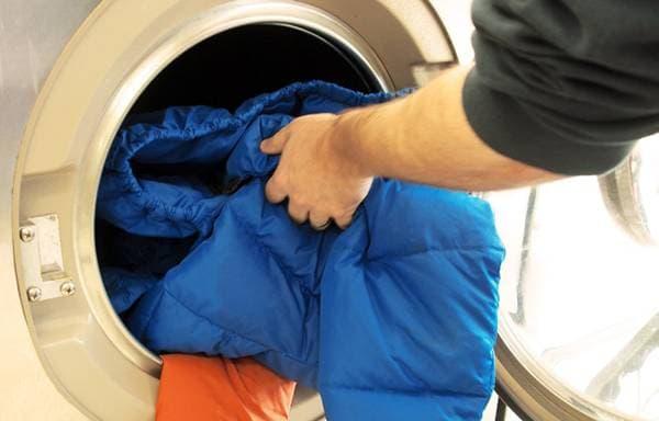 поместить ее в стиральную машину