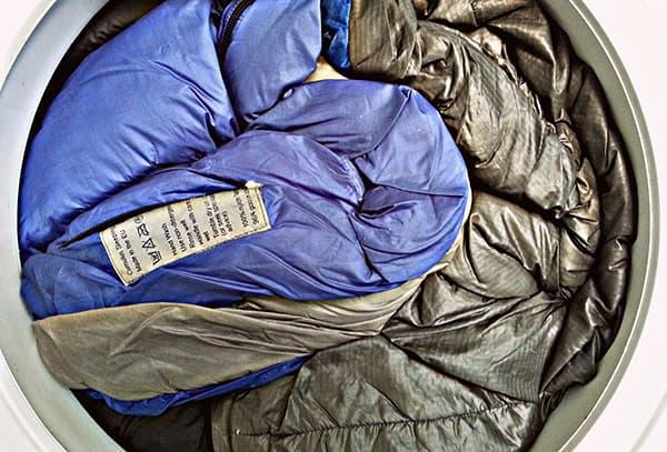 стирать спальный мешок