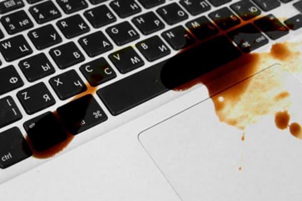 пролили жидкость на клавиатуру