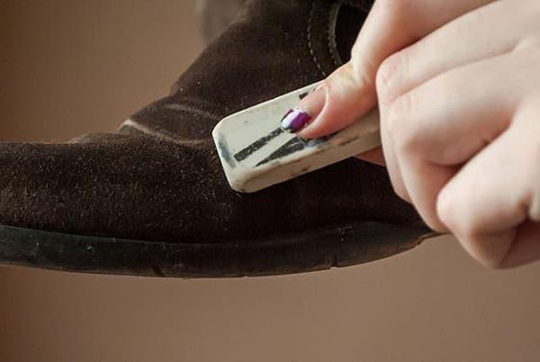 чистить замшевые ботинки