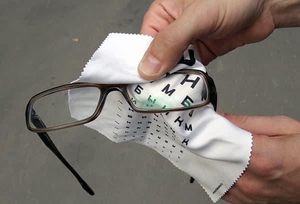 ухаживать за очками