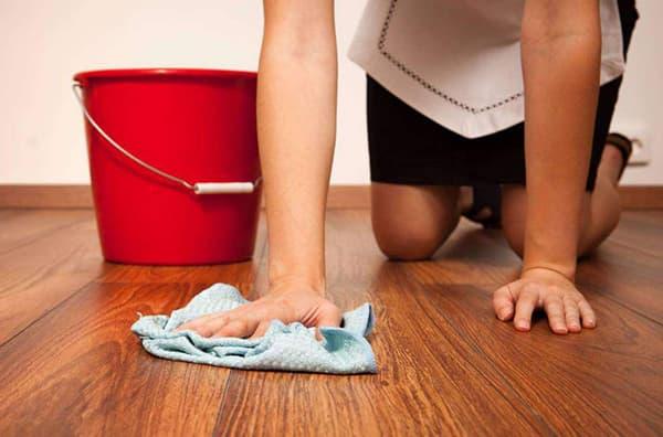 Смыть строительную пыль после ремонта с поверхности пола